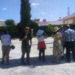 Los poetas y acompañantes en la casa museo de Federico García Lorca en Valderrubio