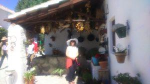 Detalle del patio con la impresionante y preciosa sonrisa de Victoria, alma gemela de José Elgarresta