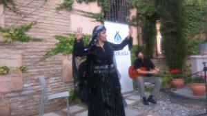 Aida de la Fuente Bailando danza andalusí. Más que un lujo en primera fila.
