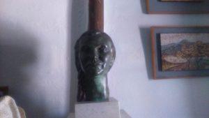 Busto de Isabel Roldán García, la menor de las primas de Federico García Lorca, hija de su tia Isabel, la que le enseñó música. El autor de este busto fue el escultor Eduardo Carretero, su esposo.
