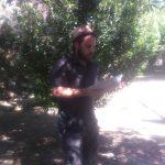 Miguel Martínez López recitando en el Parque Mariana Pineda de Valderrubio